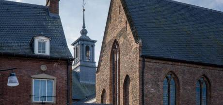 In Zutphen klinkt de avondklok elke dag letterlijk: Als de Poortersklok luidt, moet iedereen naar binnen