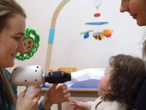 Hoe weet je of een baby slecht ziet? In dit expertisecentrum weten ze het binnen een dag
