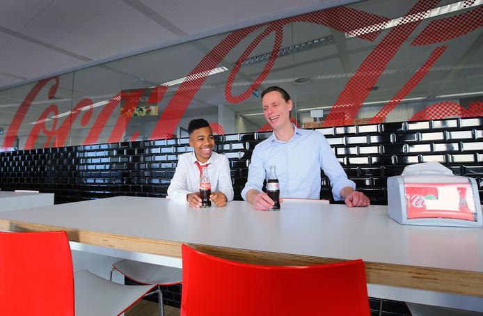 Gerson Elstak (13 jaar) mocht in 2016 de hele dag de baas van Coca Cola zijn, hij verving topman Jaap Wassink (rechts).