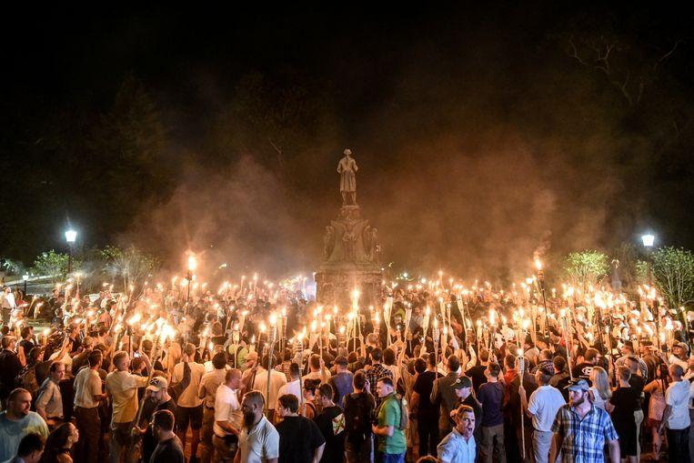 De extreemrechtse mars in Charlottesville die aan de basis lag van de dood van de 32-jarige Heather Heyer. Beeld REUTERS