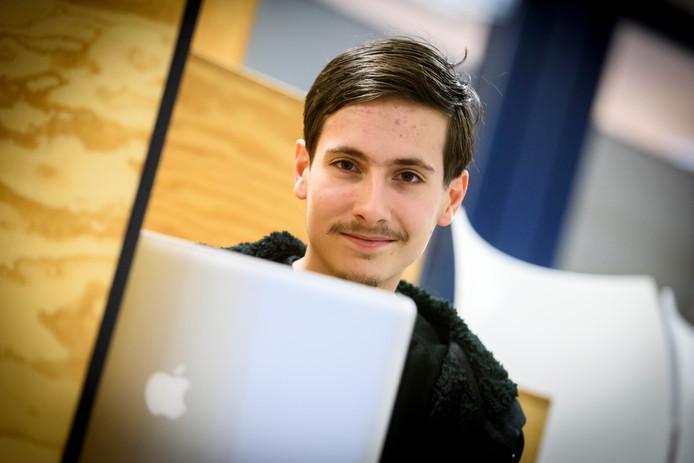 Fontys- ICT Rachelsmolen gebouw R-1 , student Sem Voigtländer heeft 'n lek gevonden in een app voor het besturingssysteem van Apple.