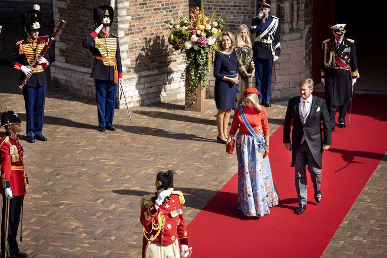 Het koningspaar vertrekt bij de Grote Kerk na de Troonrede van koning Willem-Alexander. Beeld ANP