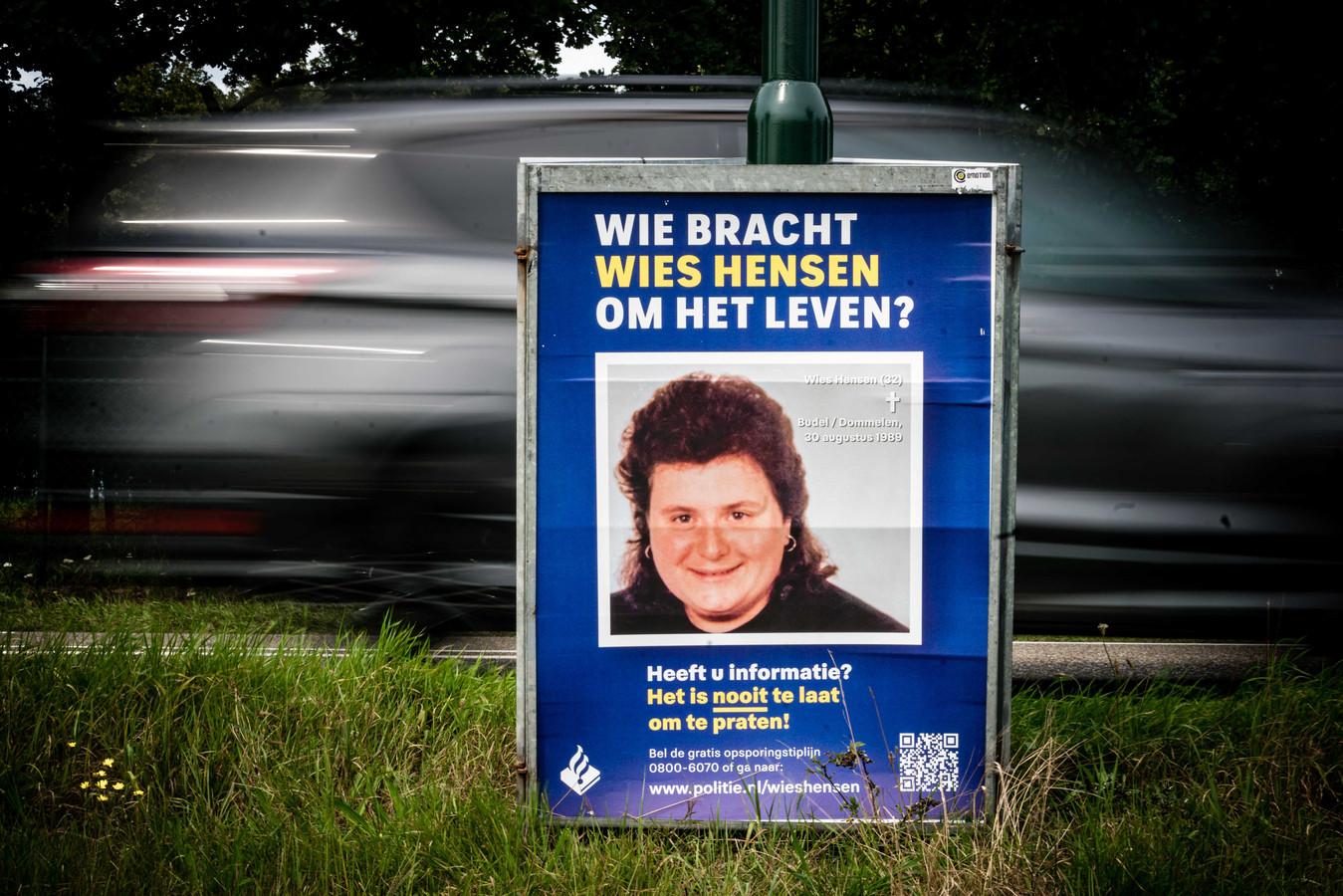 BUDEL - Een opsporingsbord nabij Budel waar een doorbraak lonkt in de al ruim dertig jaar onopgeloste moord op Wies Hensen.