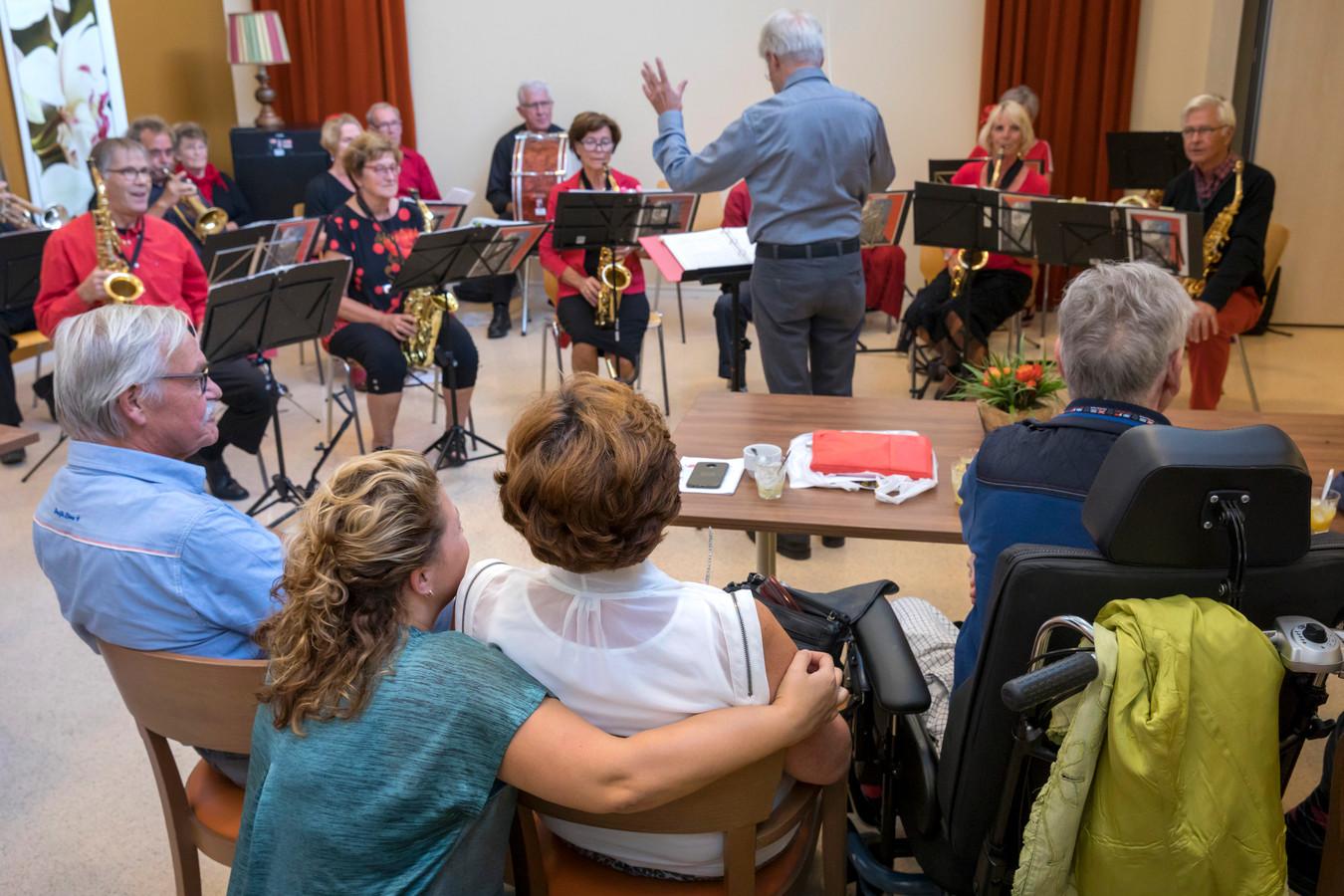 Muziek voor de demente bewoners van Boswijk.