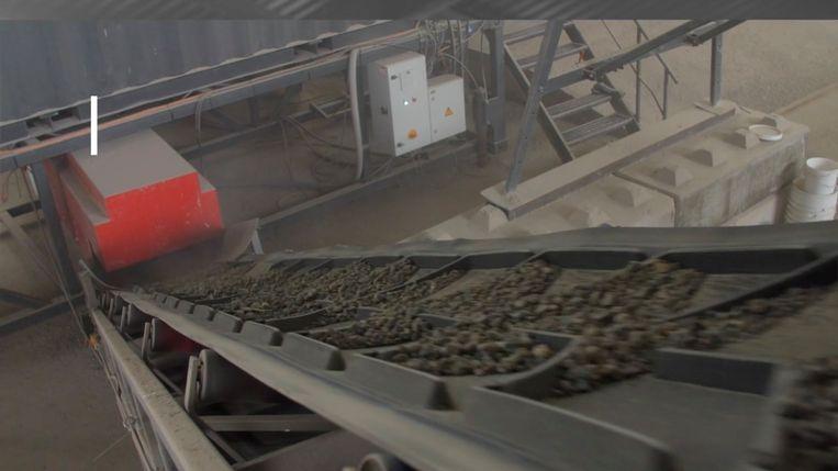 De nieuwe machine kan het beton scheiden in de oorspronkelijke grondstoffen grind, zand en cement. Beeld NewHorizon