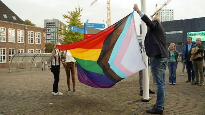 Regenboogvlag wappert voortaan altijd bij Koning Willem 1 College