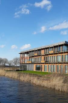 Gemeentehuis van Altena in kantoor van Rabobank Almkerk