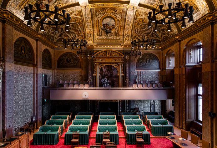 Overzicht van de plenaire zaal van de Eerste Kamer. Op 6 juli bespreken de leden de fusie tussen Uden en Landerd.