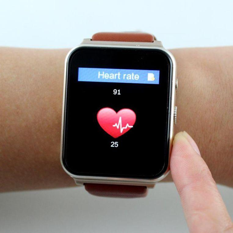 Slim horloge met stappenteller, hartslagmeter en eventueel temperatuursensor. Beeld