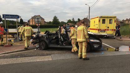 Twee gewonden bij ongeval met drie auto's