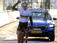 Van der Breggen begint afscheidsjaar met solozege in Omloop het Nieuwsblad