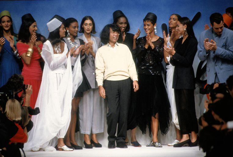 Kenzo Takada tijdens Paris Fashion Week, 1991. Beeld Getty Images