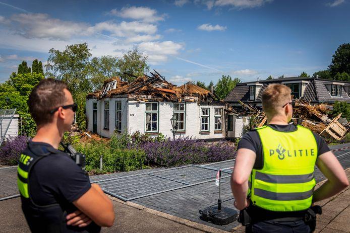 De politie heeft de brand in Wanneperveen onderzocht. Volgens de huurder van het hotel is op camerabeelden te zien hoe de brand is aangestoken.