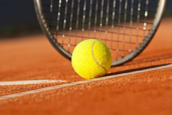 De tennishal aan de Couperuslaan in Etten-Leur maakt plaats voor woningbouw, althans dat is de bedoeling.