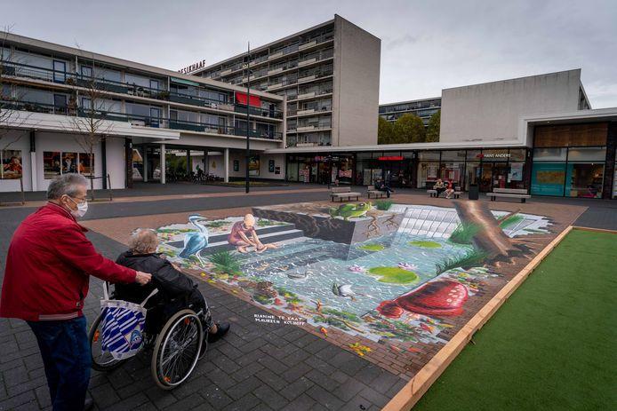Mijmeren over het spartelbad van 1965 bij de speelse 3D-knipoog van 2020: winkelcentrum Presikhaaf blikt in coronatijd vooruit op het plezier dat volgend jaar weer terug moet keren op het Westplein, toekomstig domein van leuke evenementen.