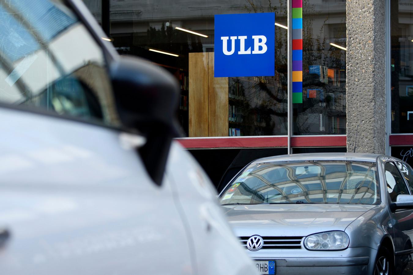 Cet homme de 44 ans, un ancien chauffeur de la Stib, avait approché plusieurs étudiantes de l'Université libre de Bruxelles (ULB) qui sortaient de guindailles, en rôdant autour des campus après son service à la Stib, entre 2016 et 2019.