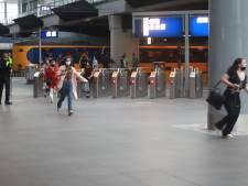 Agenten 'vegen' trein leeg en arresteren man die mogelijk met wapen in winkelcentrum liep
