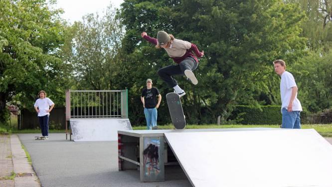 Skaters bouwen mee aan pop-upskatepark voor deze zomer