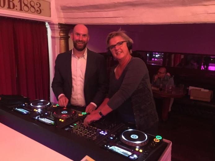 Wethouders Boaz Adank en Marianne de Bie op de bijeenkomst in de Avenue van House of DJ's waar onder meer bekend werd dat Tiesto zijn naam aan het initiatief verbindt.