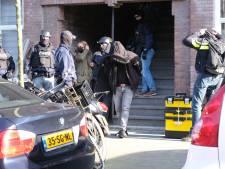 Gemist? Acht mensen opgepakt bij 'drugshuis' en Hagenaar blaast iconisch Café Banka nieuw leven in