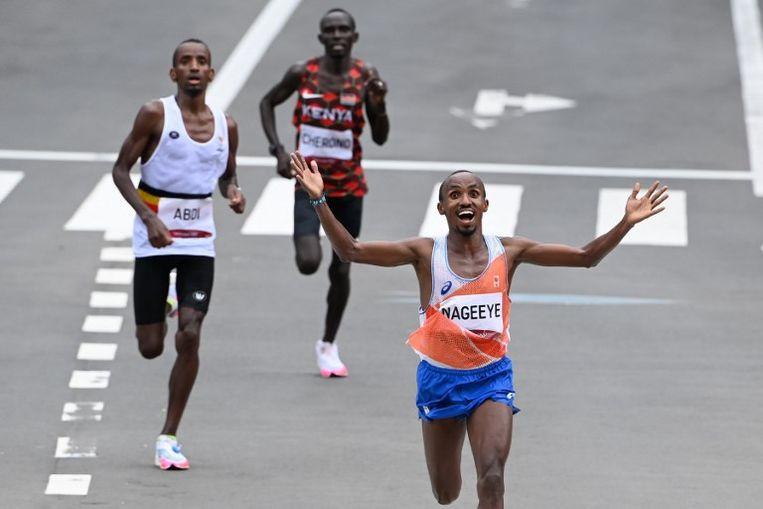 Op de slotdag van de Olympische Spelen bezorgde Abdi Nageeye Nederland nog een zeer verrassende zilveren medaille op de marathon. Beeld AFP