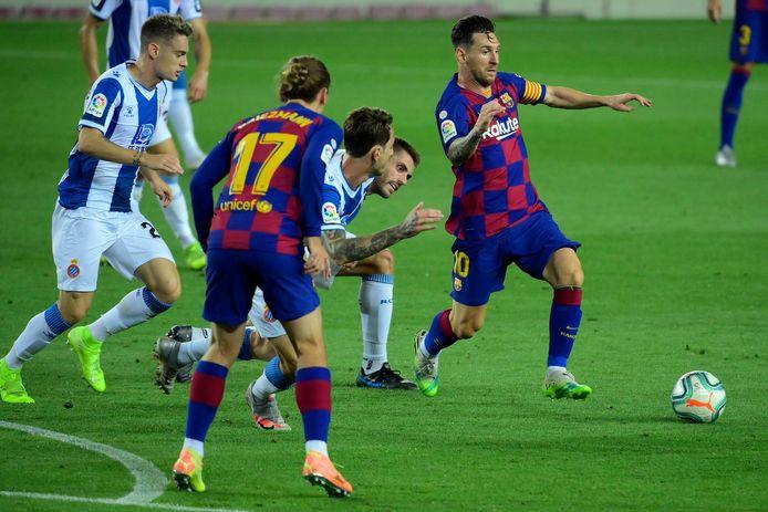 Messi (r) in actie namens FC Barcelona.