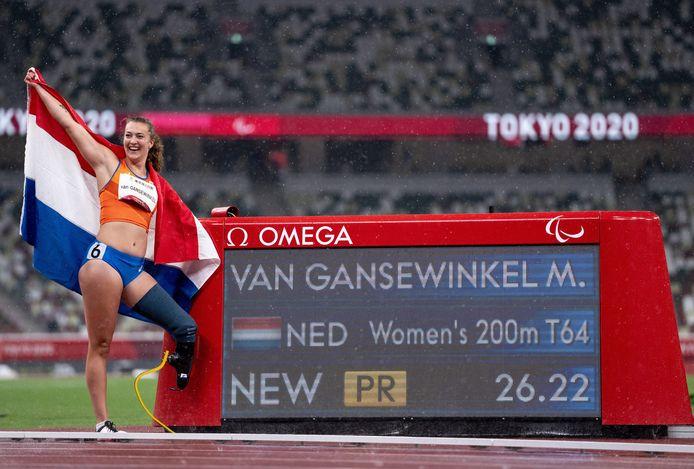 Marlène van Gansewinkel toont met trots haar gouden tijd.