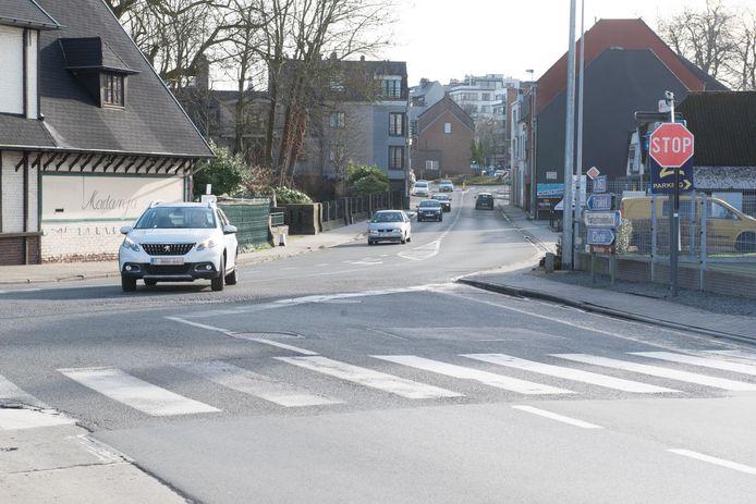 Op dit kruispunt werd de zeventiger bij het oversteken van het zebrapad gemaaid.