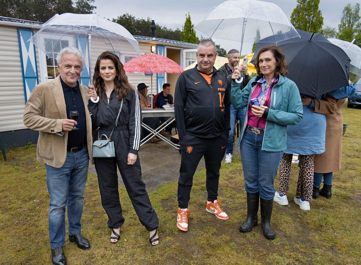 Hoofdrolspelers van de Netflix-film Ferry promoten de film voor fans en influencers op Vakantiepark Prinsenmeer in Ommel. V.l.n.r. Huub Stapel, Elise Schaap, Frank Lammers en Monic Hendrickx.