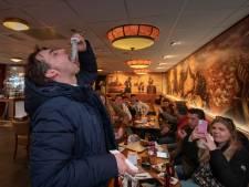 Gemeente Urk roept restaurant waar Baudet haring heeft gegeten op matje
