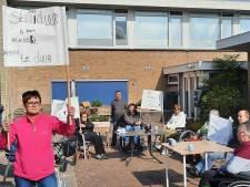 Ultiem protest tegen sluiting dagbesteding Wezep: 'Haal ons alsjeblieft niet uit elkaar'