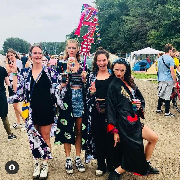 Annie Zuurman (tweede van links) op het laatste festival voor de coronapandemie losbrak. Beeld Eigen foto