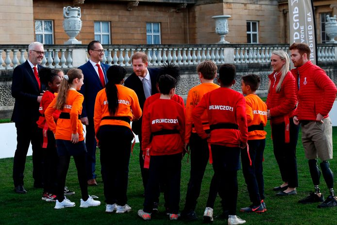 Le Prince Harry assiste au tirage au sort de la Coupe du monde de la Ligue de rugby et rencontre les enfants d'une école locale qui joueront au rugby dans les jardins de Buckingham Palace, à Londres, en Grande-Bretagne, le 16 janvier 2020.