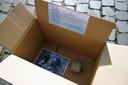 Ladeuzeplein ligt vol kartonnen dozen, een actie van Let Us Change n.a.v. de Dag van het Straatkind.