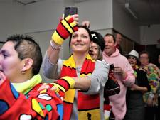Kaatsheuvels Team Leliestraat trakteert 'bijzondere mensen' op een avondje carnaval