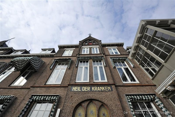 Het CDA Oldenzaal maakt zich zorgen over het besluit van het MST om in de avonduren en de weekenden geen röntgenfoto's meer te laten maken in de huisartsenpost bij het ziekenhuis in Oldenzaal.