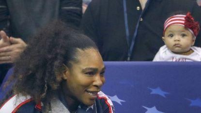 Het schattige dochtertje van Serena Williams steelt de show tijdens tenniswedstrijd