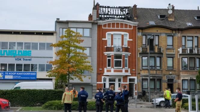 Uitslaande brand in Hendrik I-lei: één gewonde en asbest verspreid over speeltuin van kleuterschool