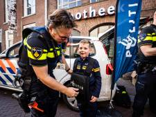 Justin ziet vertegenwoordigers van allerlei beroepen in het centrum van Huissen, maar blijft bij zijn keus: politieman