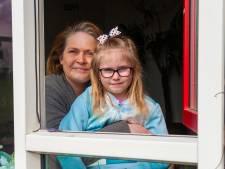 Basisschoolleerling uit arm gezin krijgt laptop vergoed: 'Mijn dochter kan nu weer geconcentreerd lessen krijgen'