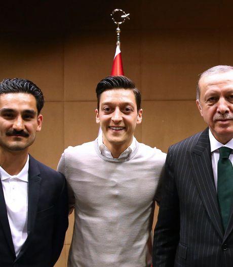 Özil geeft uitleg over veelbesproken foto met Erdogan