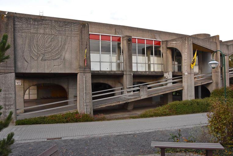 Het zwembad op Oosthove wordt pas gesloopt als het nieuwe in gebruik kan worden genomen.