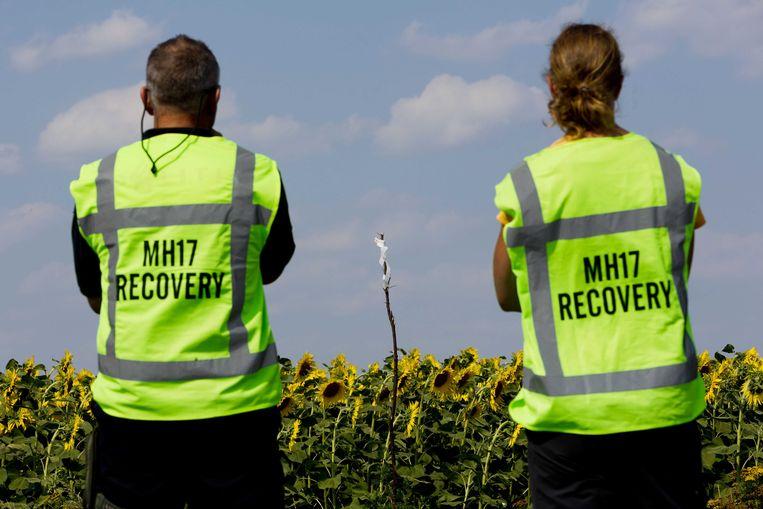 Nederlandse onderzoekers op de rampplek. Beeld ANP