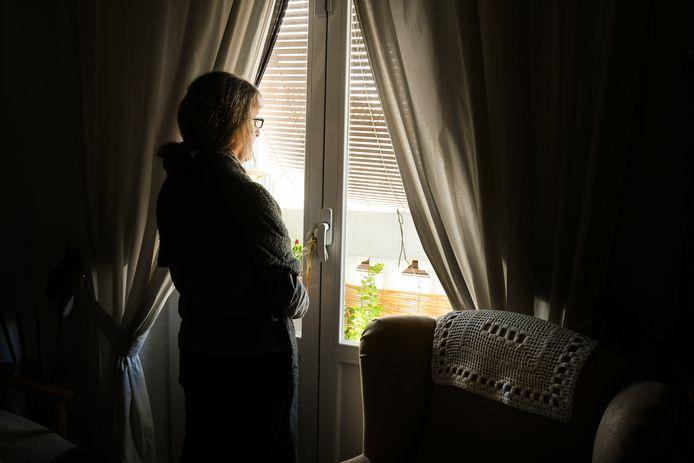 Bij Tele-Onthaal gaat nu al meer dan 20% van de oproepen over eenzaamheid. Dat is evenveel als tijdens de lockdown, en de cijfers zullen met de verstrengde maatregelen zeker nog stijgen.
