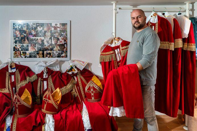 Martin de le Mar verhuurt Sinterklaaskostuums.