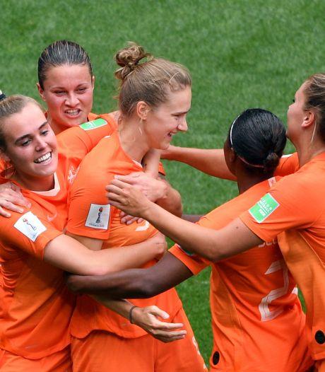 Miedema leidt Oranje naar achtste finales met jubileumtreffer
