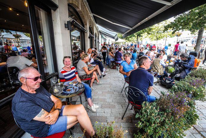 De terrasjes aan de Vrijdagmarkt lopen makkelijk vol, zo dichtbij de streep, maar voor andere horecazaken was het WK veel minder een voltreffer.