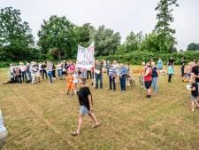 Protest tegen flexwoningen voor spoedzoekers Ruwaard: 'Die mensen hebben allemaal problemen'
