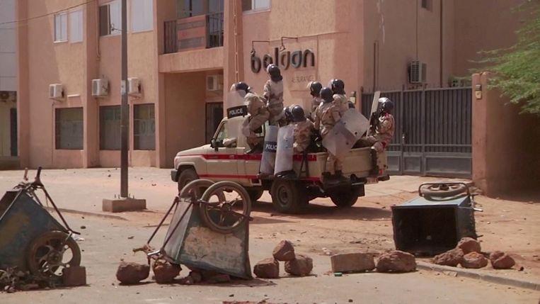 Een politievoertuig op patrouile in Niger. Beeld REUTERS
