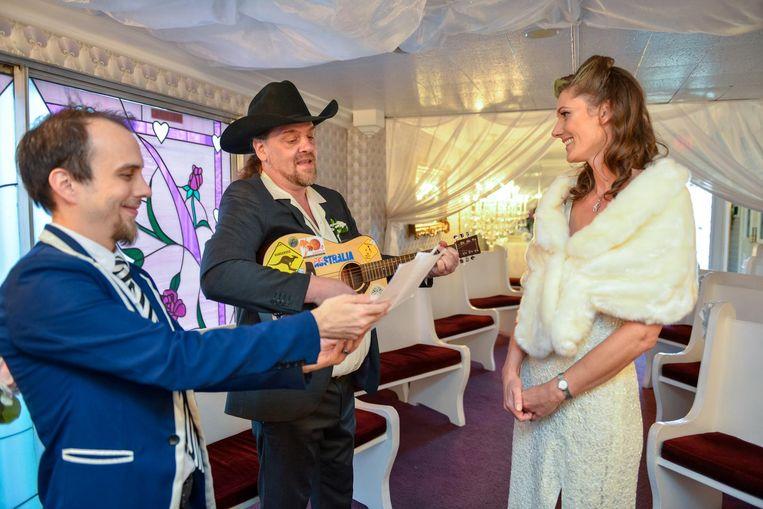Koen (alias Johnny Trash) en Natalie bij hun huwelijk in de legendarische 'Little White Wedding Chapel' op Las Vegas Boulevard.